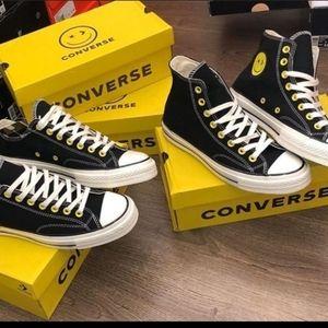 Chuck Taylors Converse//smiley